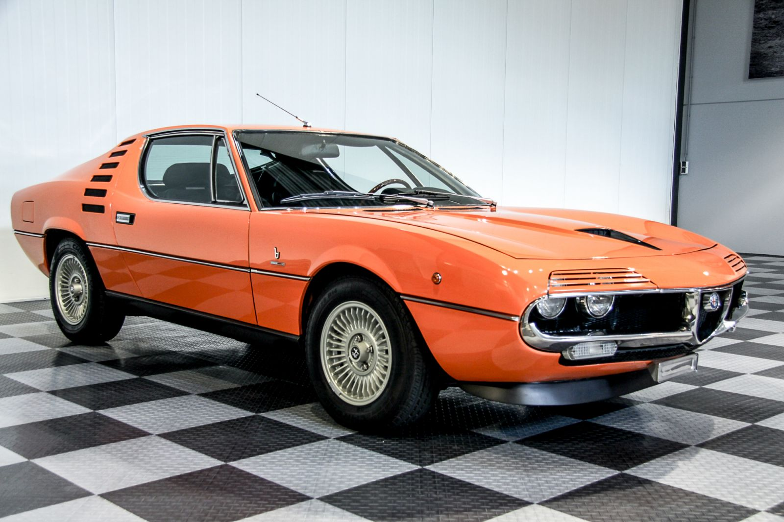 Dream garage sold carsalfa romeo alfa romeo montreal for Garage alfa romeo luxembourg