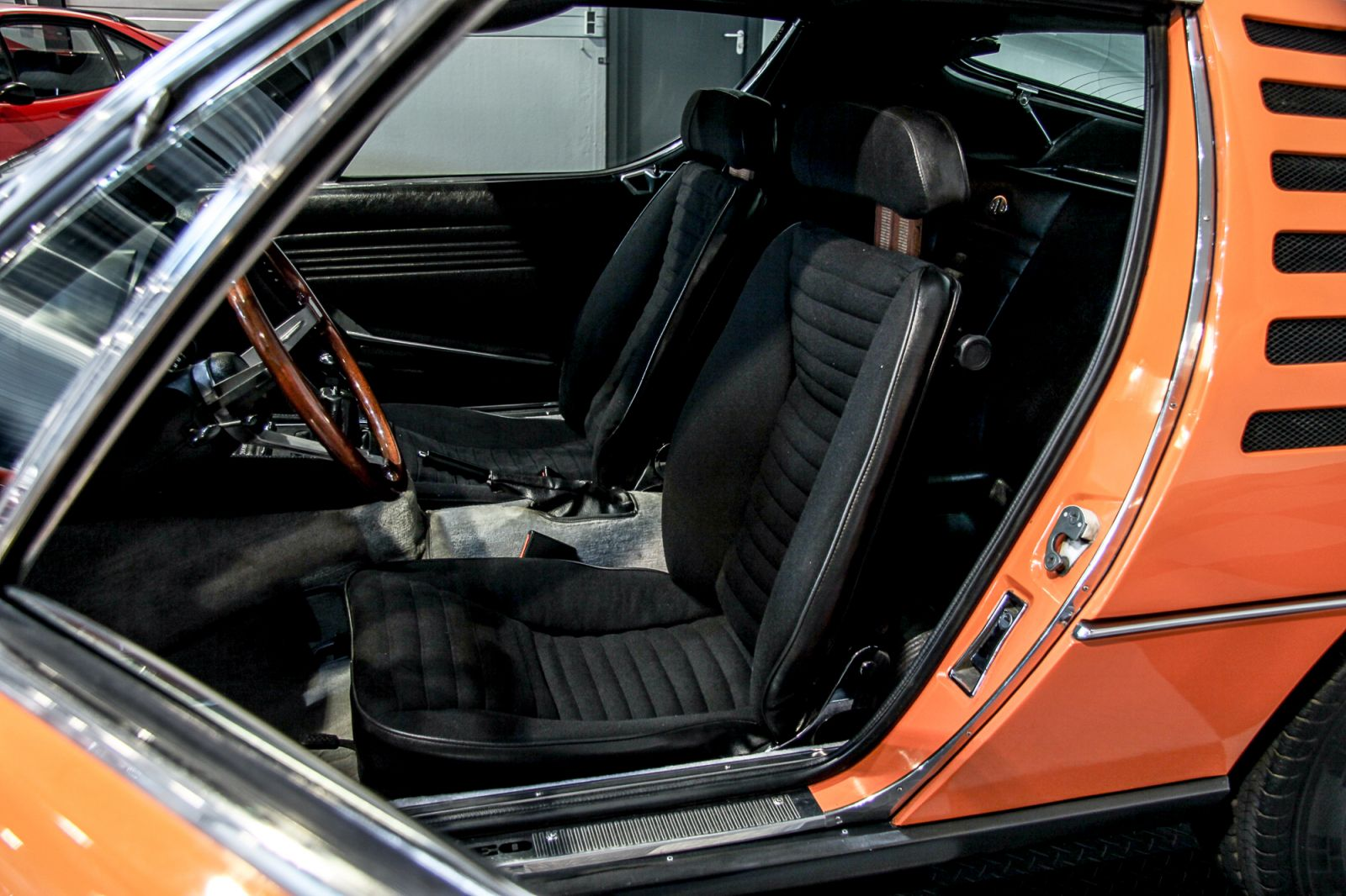 Dream garage sold carsalfa romeo alfa romeo montreal for Garage auto 93