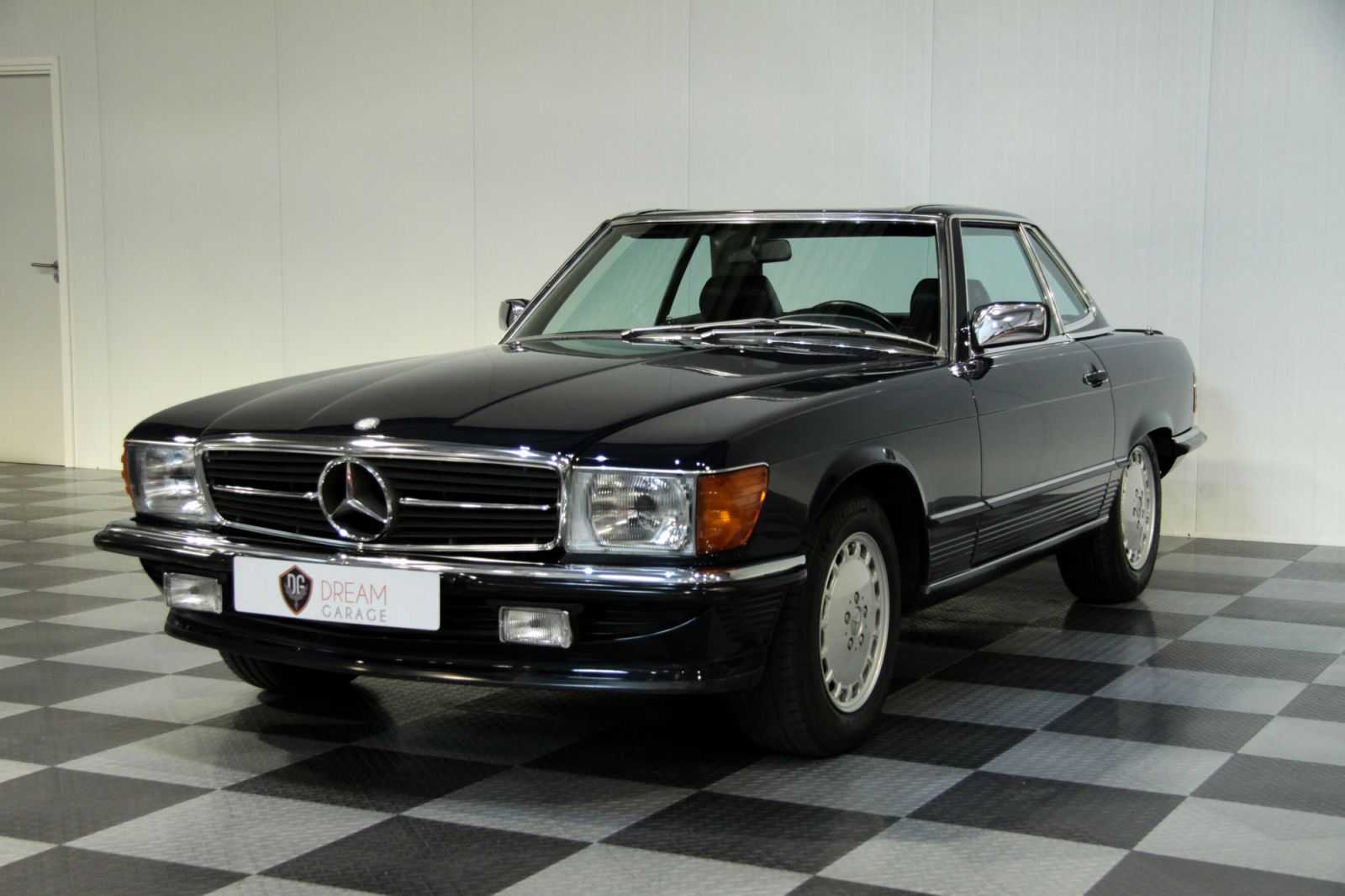 dream garage sold carsmercedes mercedes benz 500 sl. Black Bedroom Furniture Sets. Home Design Ideas