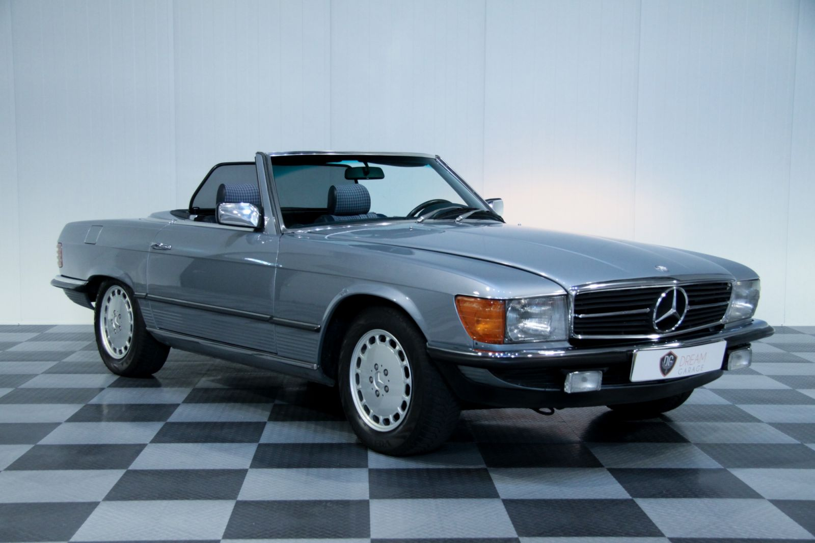 dream garage sold carsmercedes mercedes 380 sl eu version. Black Bedroom Furniture Sets. Home Design Ideas