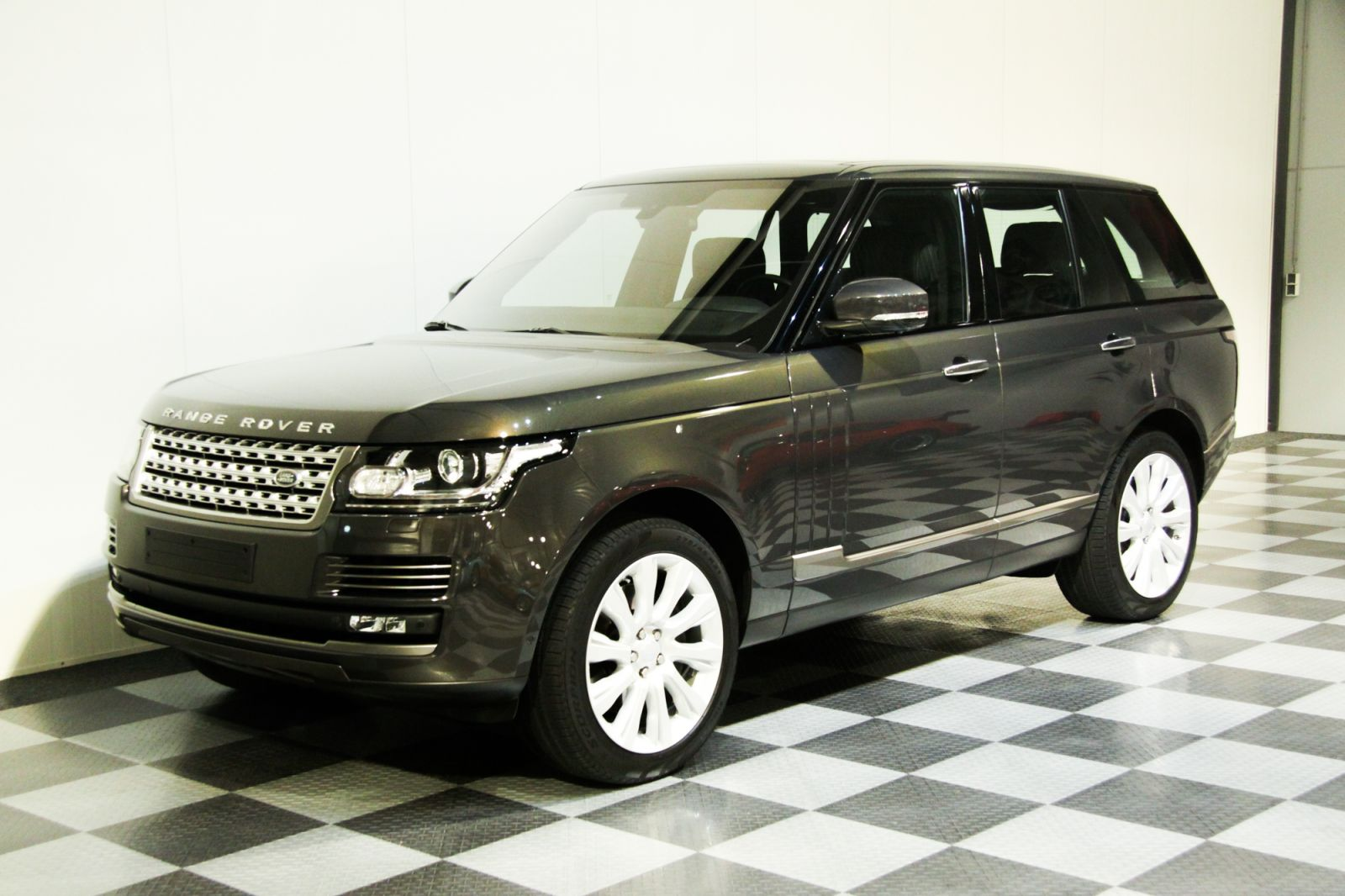 dream garage sold carsland rover range rover autobiography 4 4 sdv8. Black Bedroom Furniture Sets. Home Design Ideas