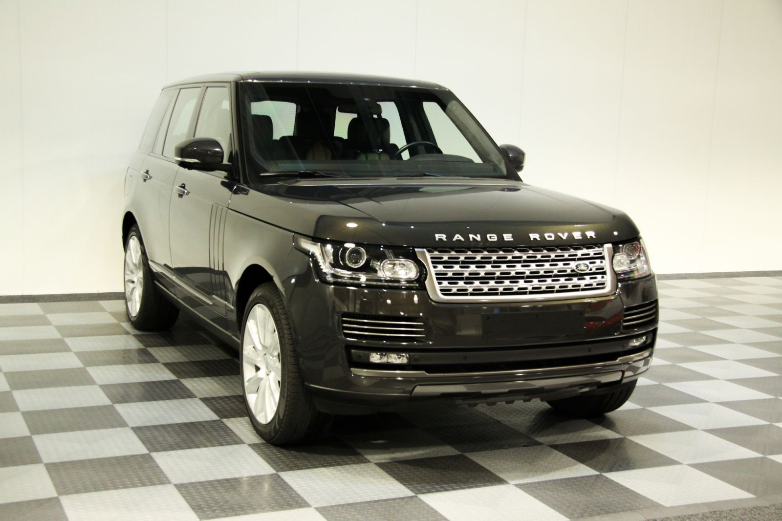 Dream garage sold carsland rover range rover for Land rover garage